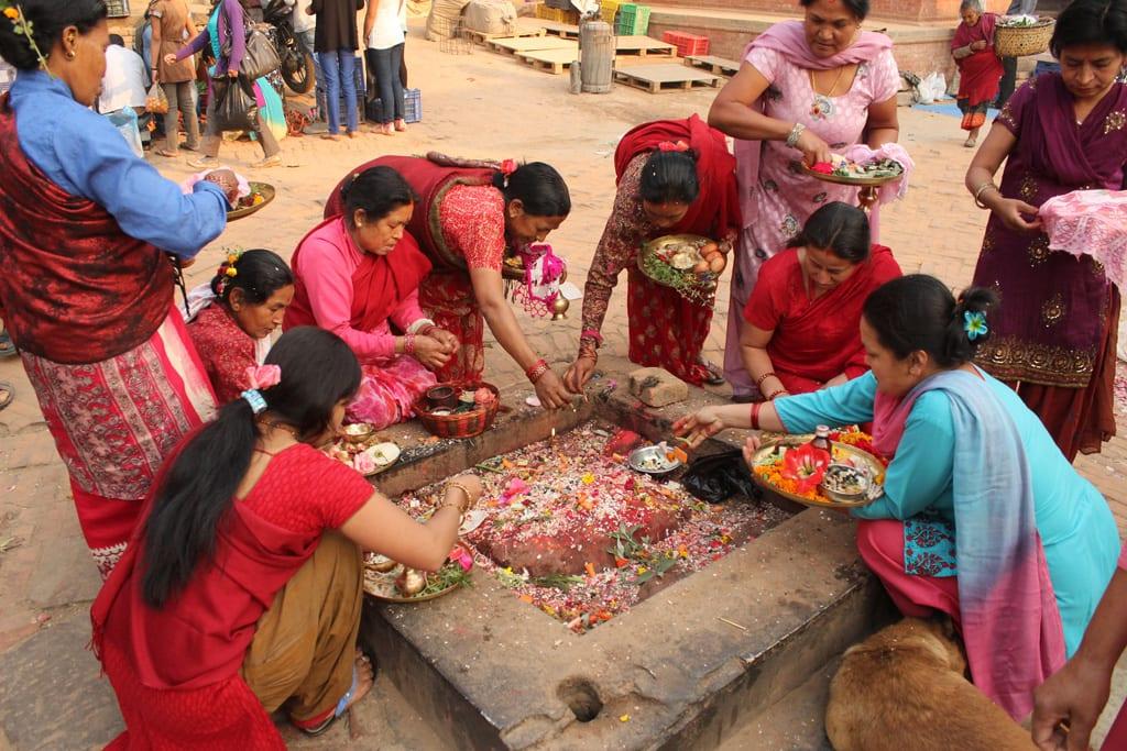 Puja in Bhaktapur  www.bartnikowski.com